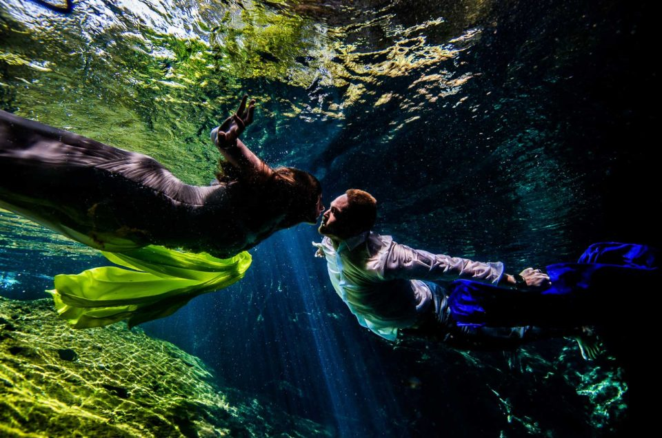 Trash The Dress Underwater - Elisabeth and Thomas