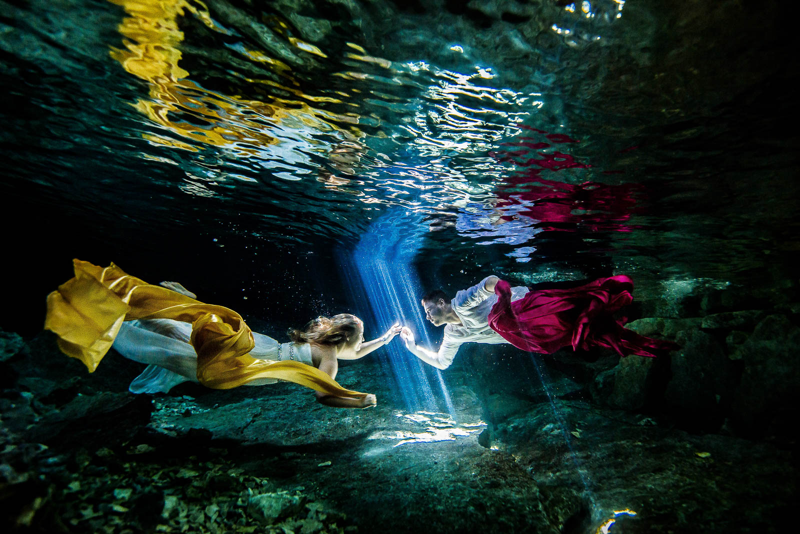 Newlyweds underwater in Mexico - Trash The Dress