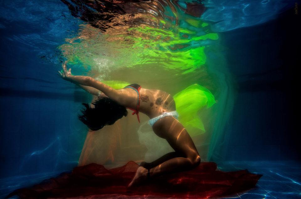 Late pregnancy underwater- Josefina