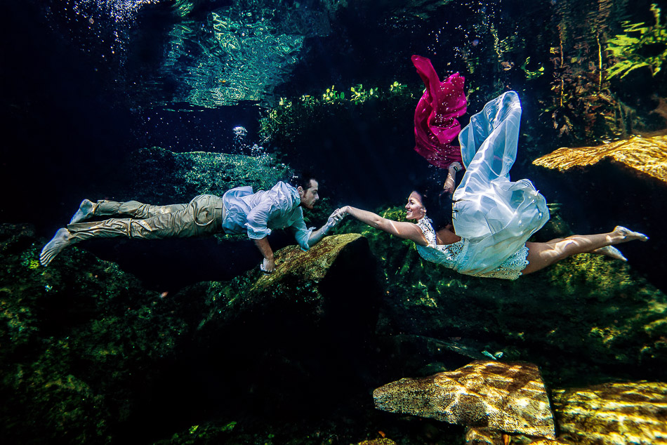 Best underwater wedding pictures - Kristen and Brandon
