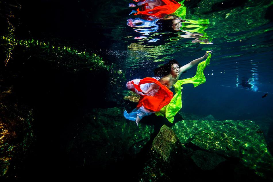 Wedding photos underwater - Sebi Messina Photorgraphy