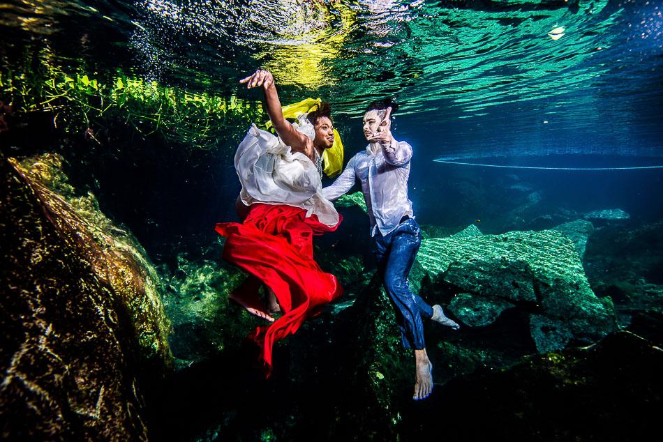 Mexico Underwater Trash The Dress - Sebi Messina Photography