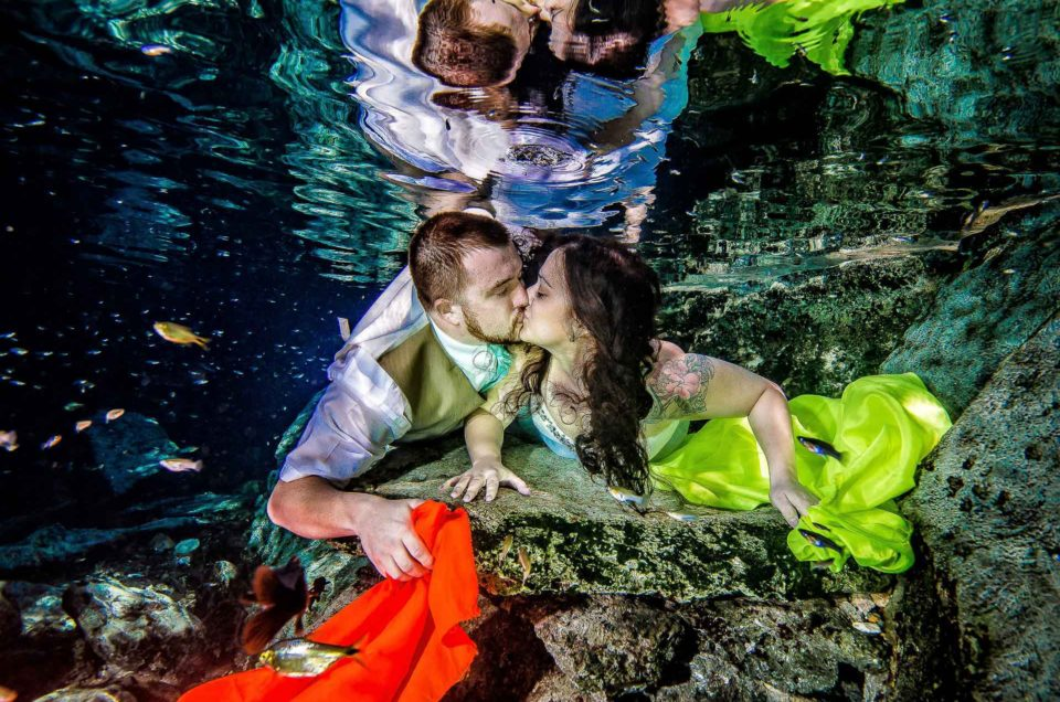 Wedding Mexico underwater photos - Danielle and Nick