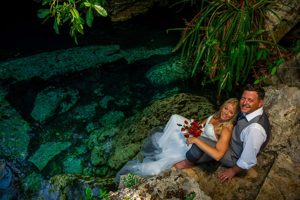 Underwater Trash The Dress Photos – Drew and Jill